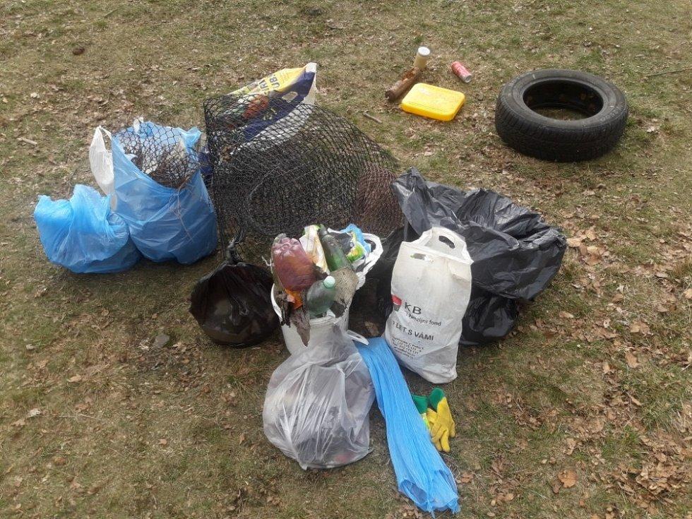 Na Prašivé se letos poprvé uklízely odpadky.