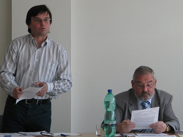 Místostarosta Frýdlantu nad Ostravicí Bohumil Dolanský (vlevo) a starosta Jiří Mořkovský. Ilustrační foto.