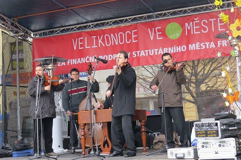 Velikonoční jarmark začal ve čtvrtek 28. března na náměstí Svobody ve Frýdku-Místku.