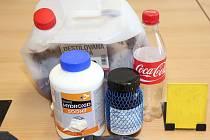 Kriminalisté v garáži zajistili drogu i laboratorní vybavení.