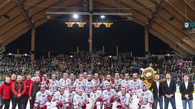 Foto na památku. Třinečtí hokejisté v Davosu.
