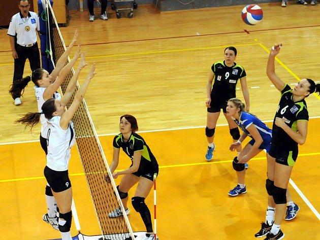 Úvodní utkání čtvrtfinále dopadlo lépe pro volejbalistky brněnského KP, které ve Frýdku-Místku vyhrály 3:1.
