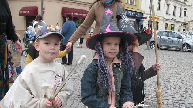 Loňský slet malých čarodějek a čarodějů na náměstí Svobody ve Frýdku-Místku.