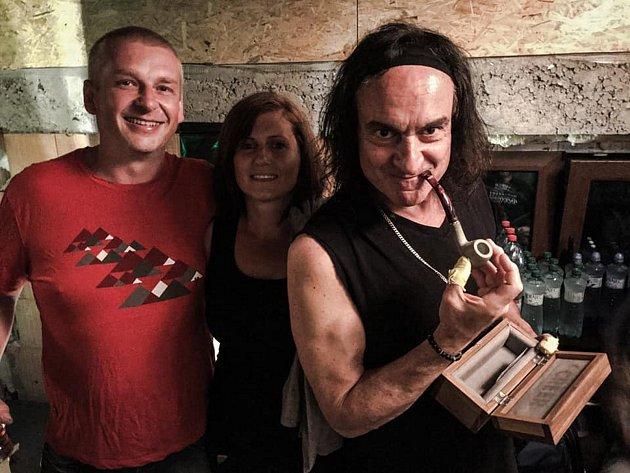 Manželé Bilkovi a exbubeník skupiny Black Sabbath Vinny Appice.