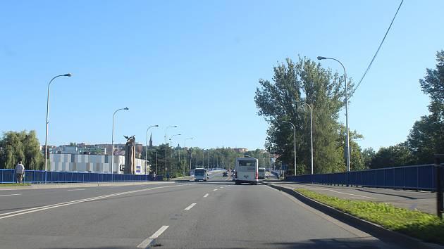 """Most u """"holubic"""" přes řeku Ostravici ve Frýdku-Místku."""