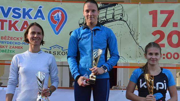 Mezi ženami byla v Paskově nejrychlejší Veronika Siebeltová z TJ Slezan Frýdek-Místek (uprostřed).