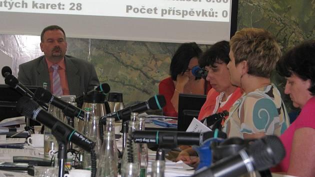 Zhruba pětihodinové jednání absolvovali třinečtí zastupitelé v úterý 21. června. Zabývali se i situací s nájemcem areálu na Javorovém vrchu.