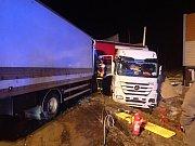 Nehoda kamionů na D48.