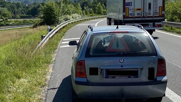 Devětatřicetiletý muž řídil vůz Škoda Octavia. Právě se vracel od soudu ve Frýdku-Místku, kde čelil obžaloběz trestného činu maření výkonu úředního rozhodnutí a vykázání.