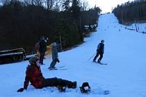 Počasí nabourává základní školám lyžařské kurzy. Ilustrační snímek.