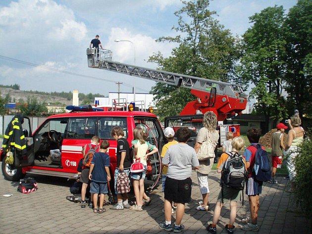 V rámci programu Prázdniny v 3nci, trávily děti den u hasičů.