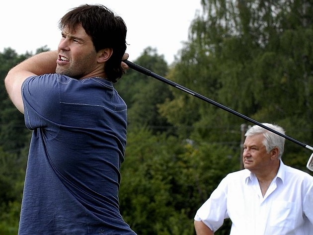 Jaromír Jágr si také vyzkoušel při své návštěvě v Třinci golf v Ropici a byl velmi úspěšný.