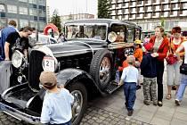 Spanilá jízda unikátních historických vozidel byla k vidění v Třinci. Mezinárodní projekt Trofeo Schengen 2008 je paralelou vstupu České republiky, Polska a Slovenska do Schengenského prostoru.