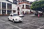 Námesti v Taxco a místní taxíky