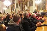 Kostel sv. Jana a Pavla ve Frýdku-Místku byl v pátek 19. prosince zaplněn do posledního místa. Česká mše vánoční se zde koná pravidelně.