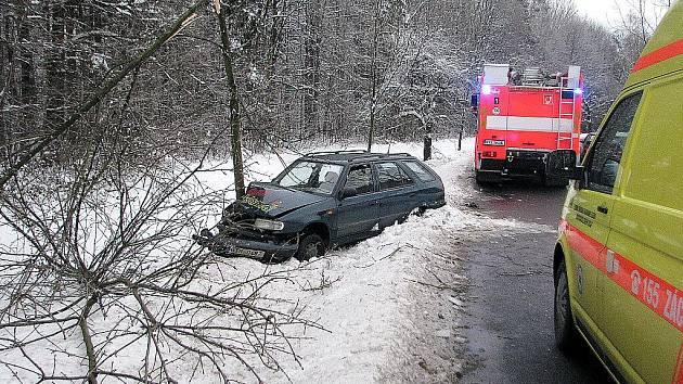 V neděli 17. ledna krátce před 14. hodinou odpoledne nezvládl řidič osobního automobilu levotočivou zatáčku na úseku silnice mezi Frýdkem-Místkem a Palkovicemi.