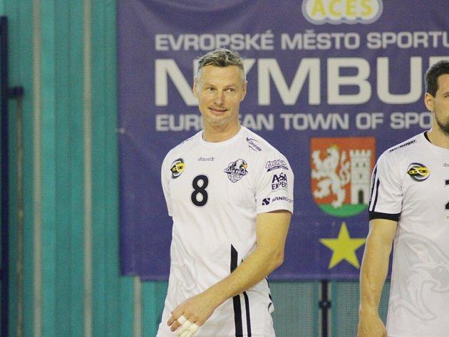 Hrající trenér BV Beskydy Přemysl Kubala nastoupil za svůj tým kvůli zranění až ve čtvrtém utkání na palubovce Nymburku.