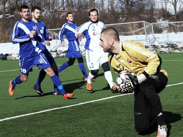 Fotbalisté Frýdku-Místku vyhráli osmý přípravný zápas, když si na domácí umělce snadno poradili s třetiligovým slovenským týmem z Bytče 9:1.