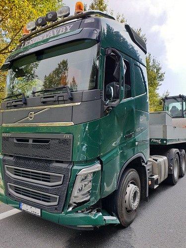 Vyproštění dvou řidičů unehody 3vozidel vOstravici pod přehradou Šance.