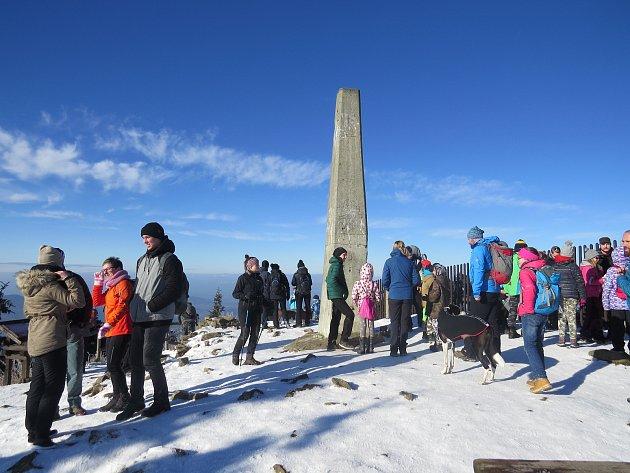 Na Lysou horu vystoupaly stovky lidí.