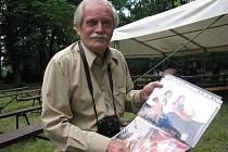 Miroslav Fajkus se celý život věnuje fotografování. Nejraději fotí přírodu, ale také folklór, celebrity, či nejrůznější akce, které se ve Frýdku-Místku odehrávají.