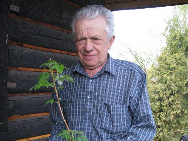Šéf zahrádkářů ve Frýdlantu nad Ostravicí Jiří Saniter neočekává kvůli suchu dobrou úrodu.
