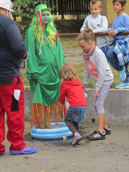 Vendryňský letní karneval má za sebou další vydařený ročník. Populární akci odstartovalo tradiční fotbalové utkání Horňáci – Dolňáci, ve Vendryňském parku pak byla připravena zábava pro všechny věkové kategorie.