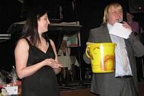 Společenský večer radosti nejen pro handicapované. Tak se jmenovala akce, při které se bavil celý Hostinec U Čendy v Hodoňovicích.