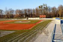 Prostranství bývalé kotelny v části místecké Riviery se mění v baseballové hřiště s potřebným zázemím.