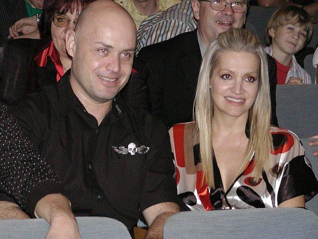 Na snímku porotci Petr Šiška, prezident Akademie populární hudby, a známá zpěvačka Dara Rollins.