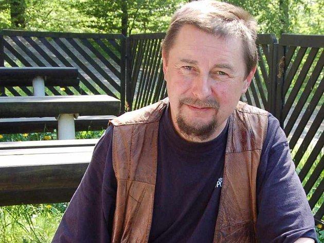 Kurátor sympozia Stanislav Zorman odpočívá na chatě Nemocnice Třinec v Tyře.