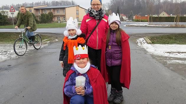 Tříkráloví koledníci vyrážejí do ulic pravidelně v první polovině ledna. Snímek zachycuje letošní koledníky v Třanovicích, kde se celkem vybralo přes 53 tisíc korun pro Charitu Český Těšín.