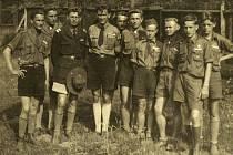 Na snímku z léta 1946 jsou někteří účastníci Zemského setkání pořádaného pro skauty ve Frýdlantu nad Ostravicí.
