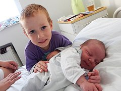 David Tkáč a bratr Roman, Frýdek-Místek, nar. 21. 10., 51 cm, 3,97 kg. Nemocnice Frýdek-Místek.