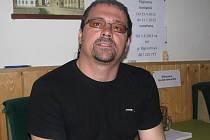 Emil Kopčák před premiérou pohádky v zákulisí. Pokud jde o pohádková díla, ve Čtyřlístku se jednalo o jeho režisérský debut.