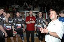 Trenérský tandem SKP Arcimpex Frýdek-Místek Martin Strnadel (ve světlém) a Lubomír Kavka (vlevo).