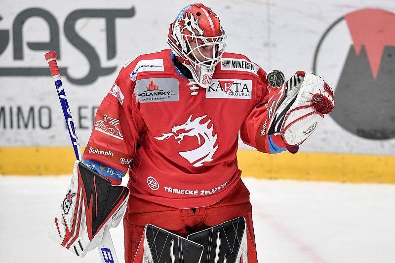 Semifinále play off hokejové Tipsport extraligy - 5. zápas: HC Oceláři Třinec - BK Mladá Boleslav, 11. dubna 2021 v Třinci. brankář Třince Ondřej Kacetl.