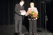 V Nové scéně Vlast, předala frýdecko-místecká primátorka Eva Richtrová (ČSSD) prestižní Ceny statutárního města Frýdku-Místku za uplynulý rok.