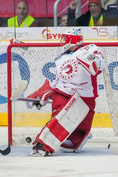 Utkání 19. kola Tipsport extraligy ledního hokeje se odehrálo 3. listopadu v liberecké Home Credit areně. Utkaly se celky Bílí Tygři Liberec a HC Oceláři Třinec. Na snímku je brankář Šimon Hrubec.