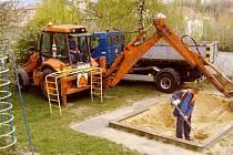 Výměna nového certifikovaného písku bude provedena do 10. května.