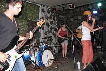 Mikrofestiválek hostila v pátek večer hudební hospůdka U Arnošta ve Frýdku-Místku.