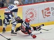 Finále play off hokejové extraligy - 2. zápas: HC Oceláři Třinec vs. HC Kometa Brno, 15. dubna 2018 v Třinci. (vlevo) Nečas Martin a Svačina Vladimír.