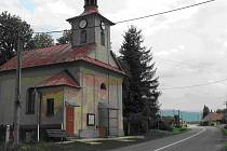 Kaple sv. Jana Nepomuckého v obci Pazderna.