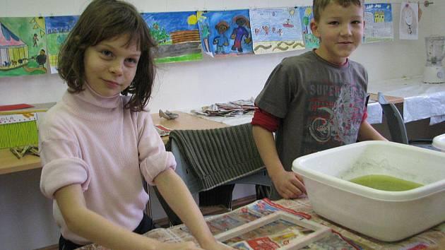 Středisko volného času Klíč z Frýdku-Místku pořádalo v sobotu 21. ledna další zajímavou akci, během které ve své budově ve Slezské ulici učilo děti ručně vyrábět papír.