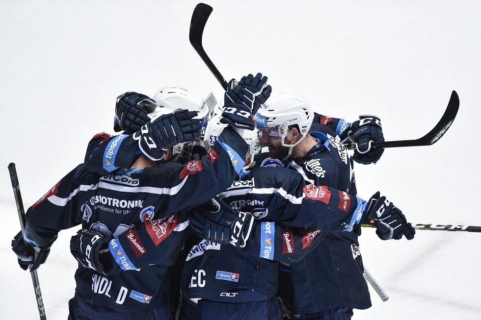 Oceláři (v bílém) mají za sebou druhé semifinále s Plzní.