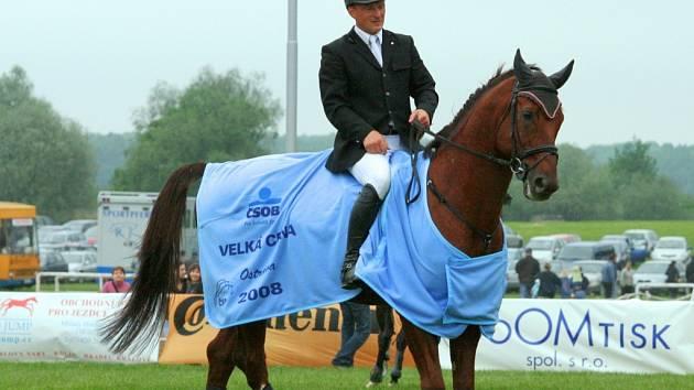 Zdeněk Žíla na koni Pinot Grigio ze stáje Mustang Lučina.