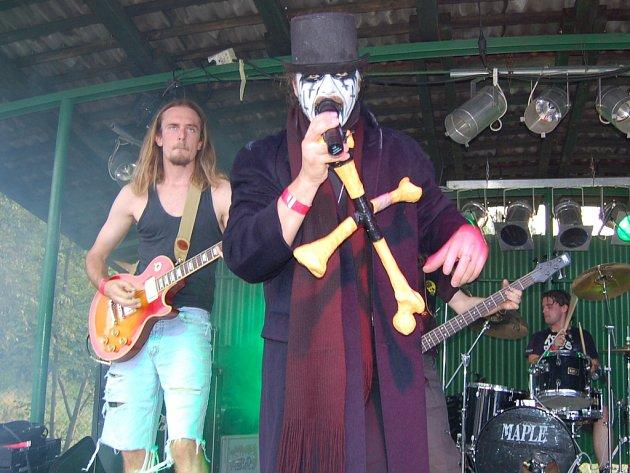Na jednom z loňských ročníků Open Air festivalu v Kozlovicích vystoupil s originálně upraveným mikrofonem zpěvák z King Diamond revival.