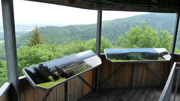 Na plošině rozhledny Panorama v Chlebovicích se mohou návštěvníci nově setkat také s panoramatickou mapou. Foto: