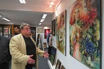 Galerie pod zámkem ve Frýdku-Místku zahájila výstavu s názvem Ženského rodu je krása. Lidé ji mohou navštívit až do 20. prosince.