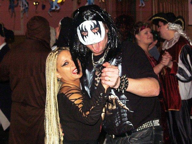 Maškarní ples pro dospělé se v sobotu 29. ledna konal v hostinci U vrby v Bruzovicích podruhé. Měl úžasnou atmosféru.